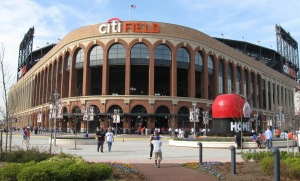 Citi_Field_and_Apple-1